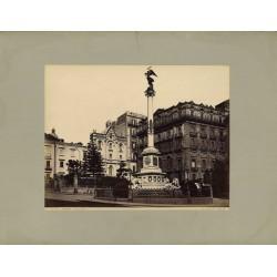 Fotografia d`epoca, fine `800 - La Colonna Vittoria nella città di Napoli.